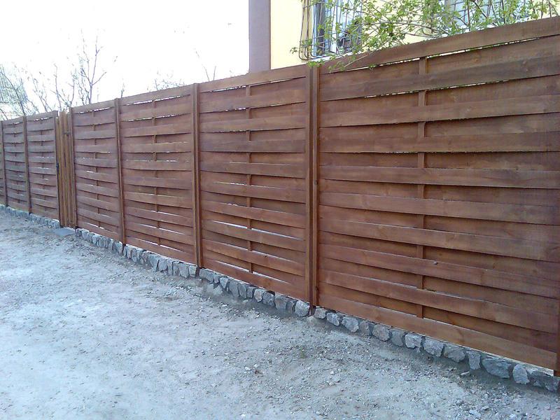 Заборы во Владивостоке от Инвест Билдинг-М: установка